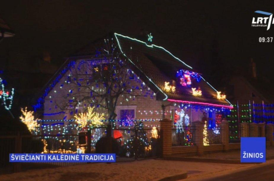 Kalėdoms papuoštas namas Šiauliuose