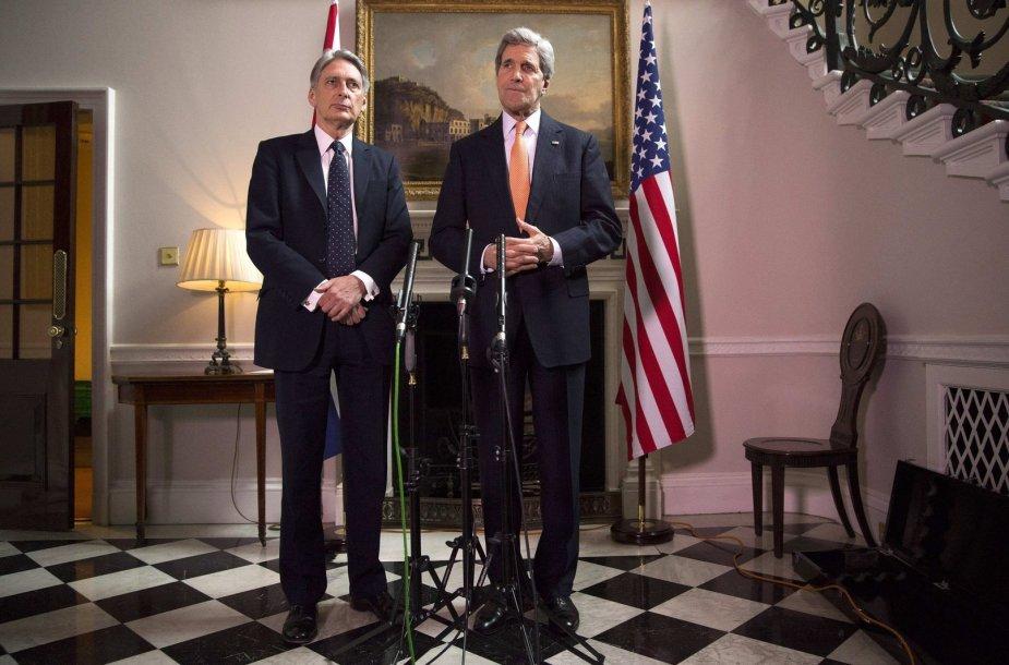 Philipas Hammondas ir Johnas Kerry