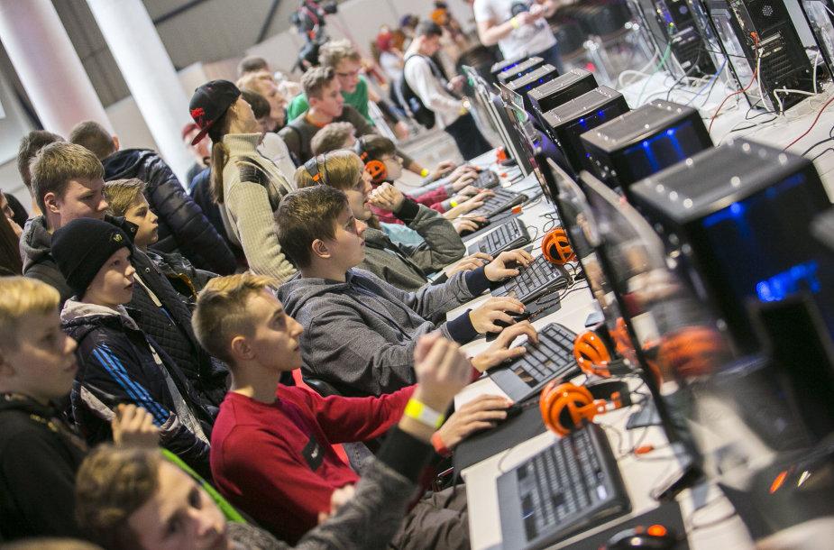"""Žaidimų pasaulio gerbėjai rinkosi į renginį """"GameOn"""""""