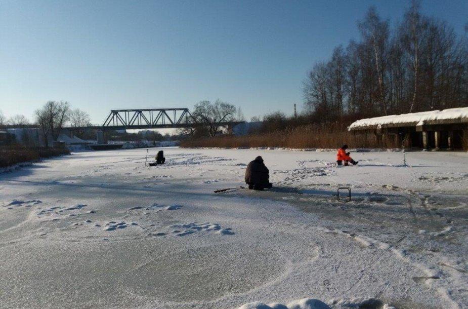 Žvejai ant užšalusios Danės