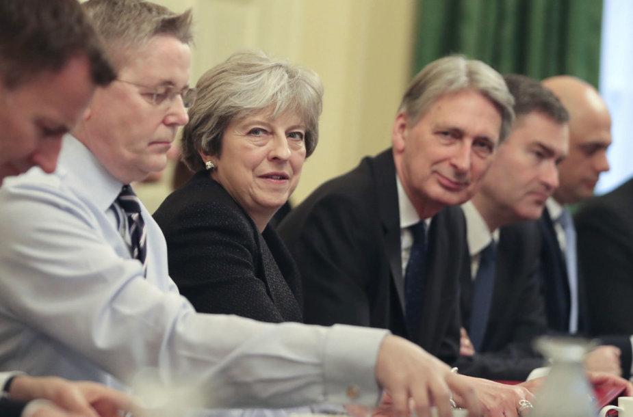 Theresa May ministrų kabineto posėdyje