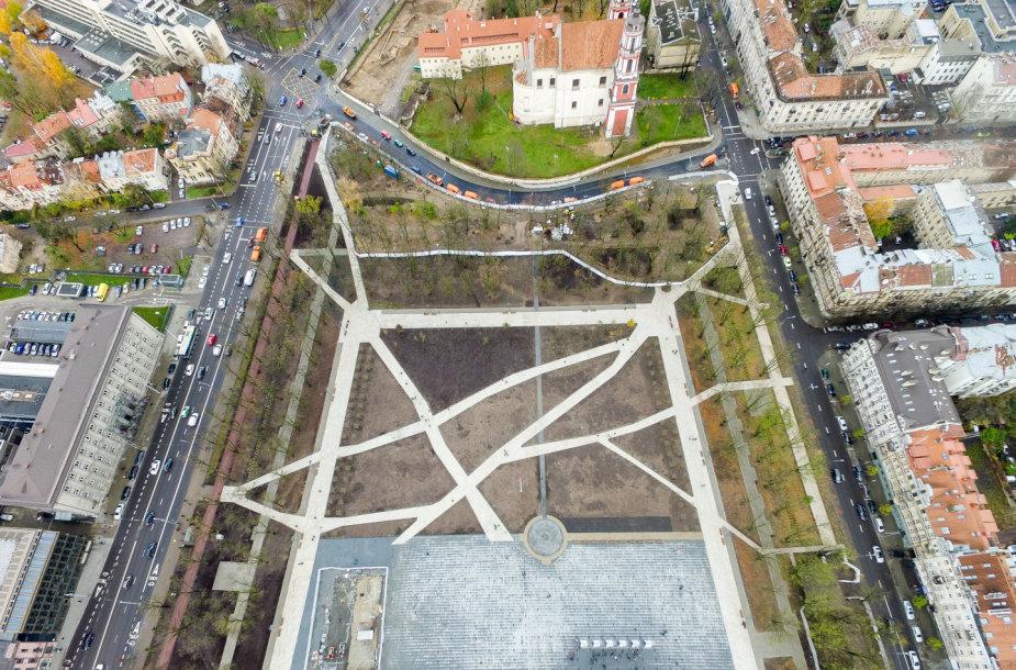Atidaryta rekonstruota Lukiškių aikštė