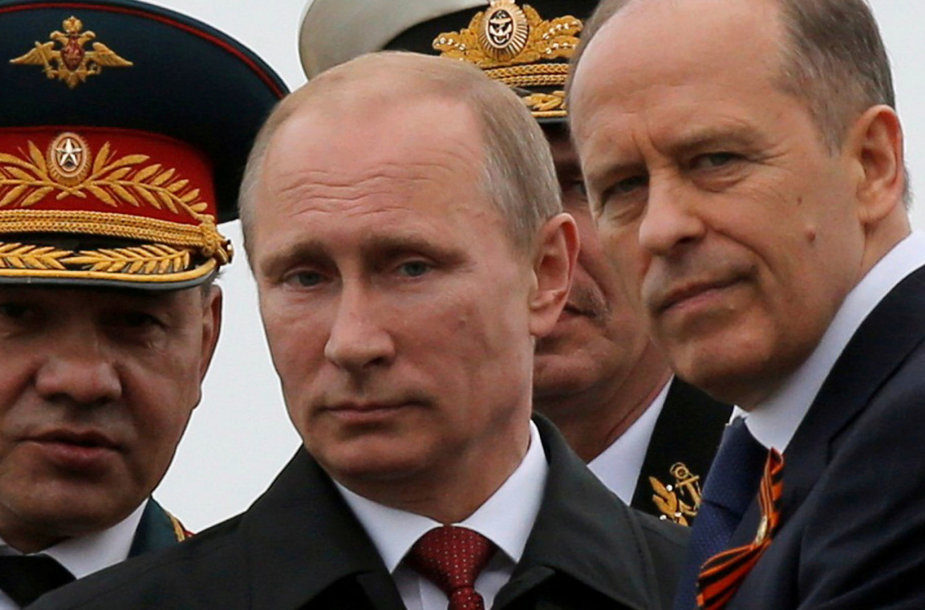 Sergejus Šoigu, Vladimiras Putinas ir Aleksandras Bortnikovas