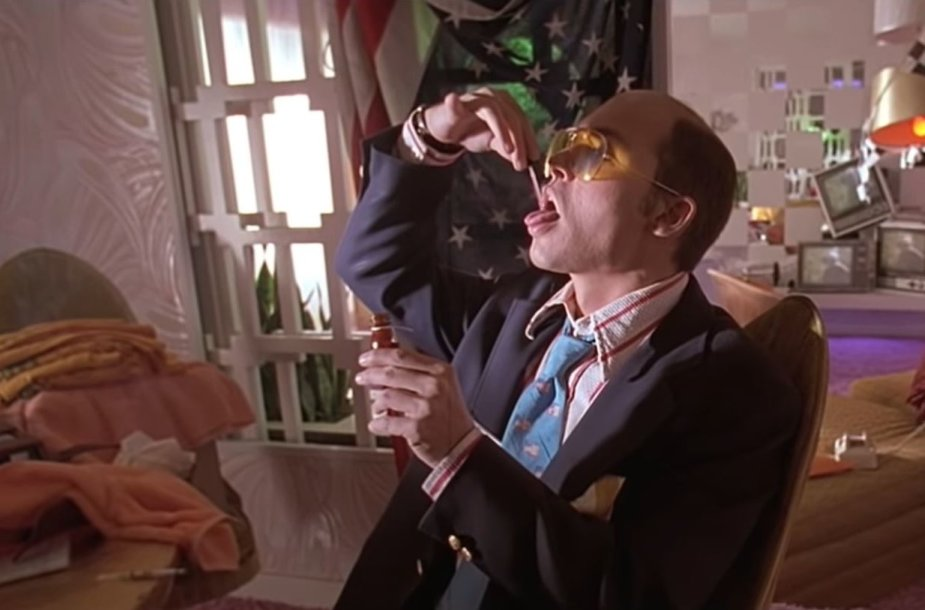 """Adrenochromo vartojimo scena iš filmo """"Baimė ir neapykanta Las Vegase"""""""