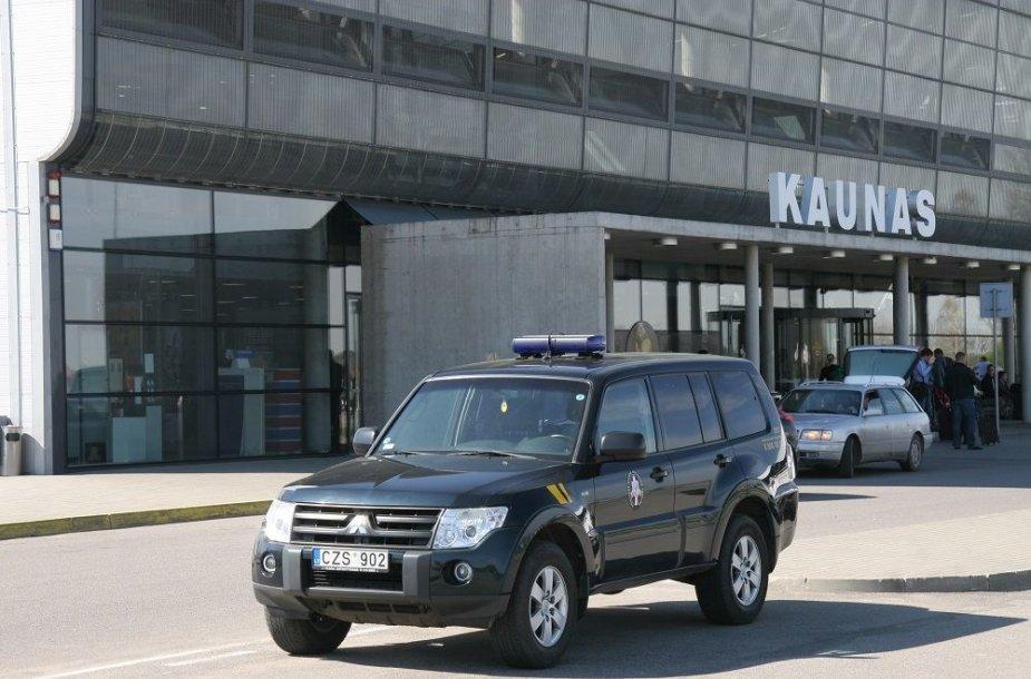 VSAT pareigūnai Kauno oro uoste
