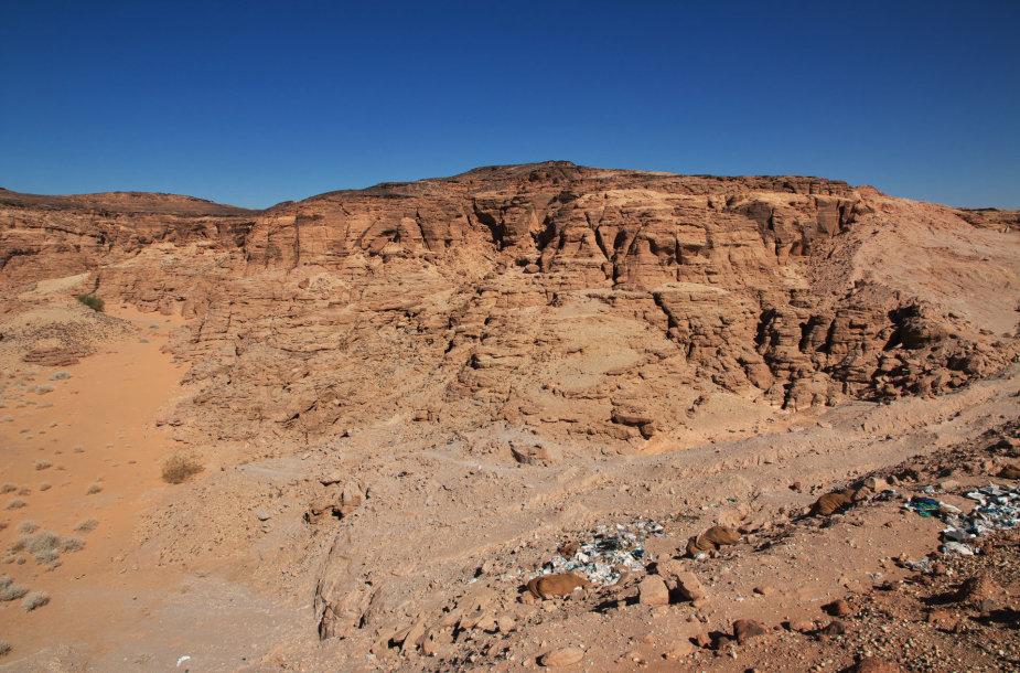 Dykuma Sudane. Panašiai atrodo ir Bir Tavilo peizažas