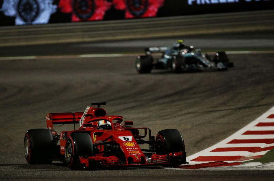 """Drama tarp """"Ferrari"""" ir """"Mercedes-Benz"""" tęsėsi paskutinius penkis ratus"""