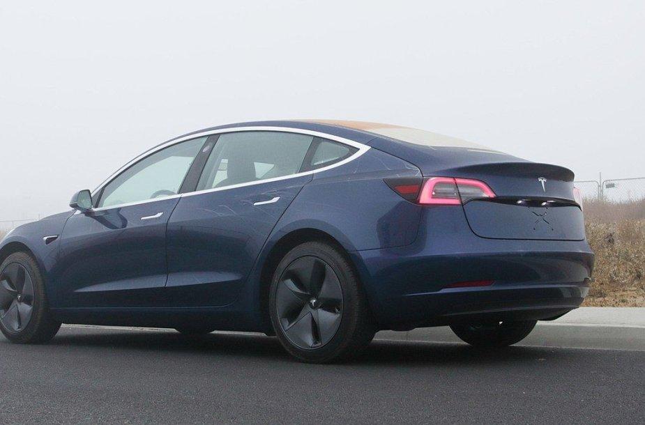 """""""Tesla Model 3"""" gali turėti ratų gaubtus, kurie gerina aerodinaminį efektyvumą"""