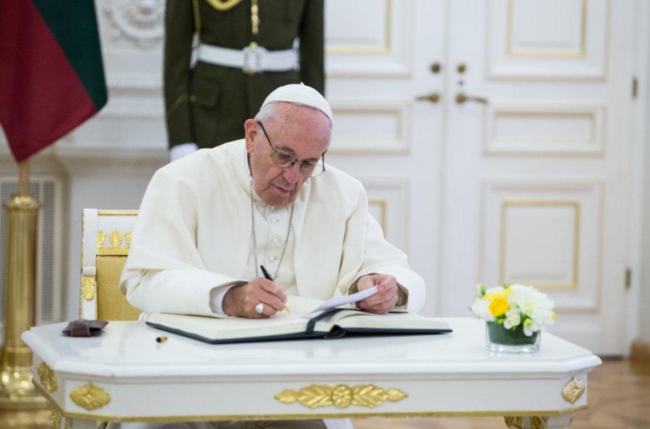 Popiežiaus Pranciškaus ir Dalios Grybauskaitės susitikimas