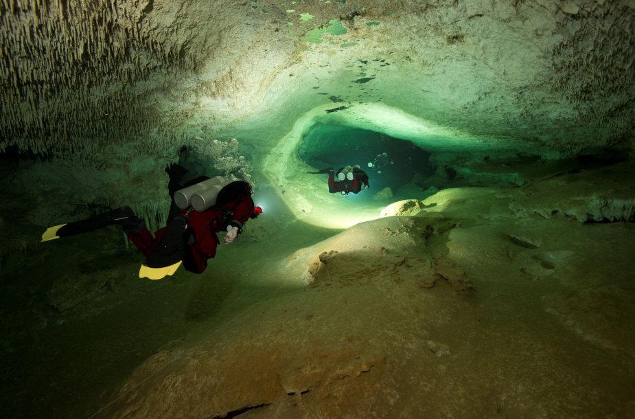 Archeologai Meksikoje skelbia aptikę ilgiausią pasaulyje užlietą urvą
