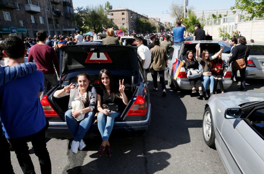 Armėnijoje vėl įsibėgėjo protestai
