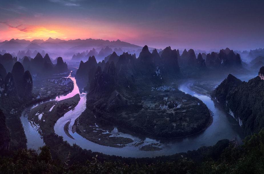 """Jesus M. Garcia """"Labas rytas, Damien Shan"""" – saulėtekis Guangsi regione, Kinijoje (pagrindinis konkurso laimėtojas)"""