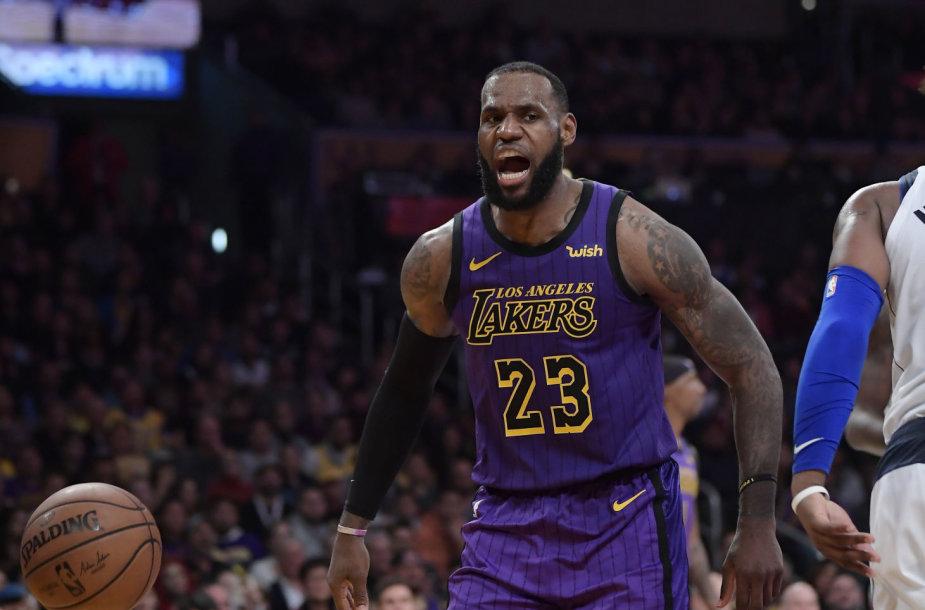 """""""Los Angeles Lakers"""" krepšininkai pranoko """"Dallas Mavericks"""" komandą NBA rungtynėse."""