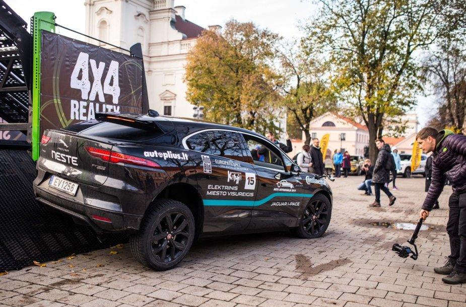 """Lietuvos metų automobilis 2019"": visureigių testas ant ""Peak Point"" platformos"