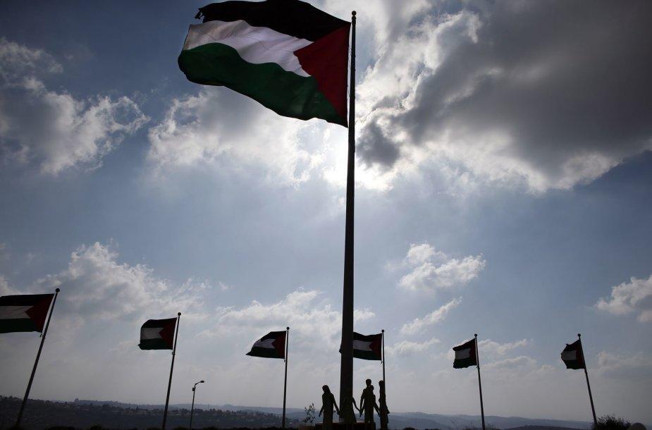 Palestiniečių autonomijos vėliavos Vakarų Krante netoli Ramalos