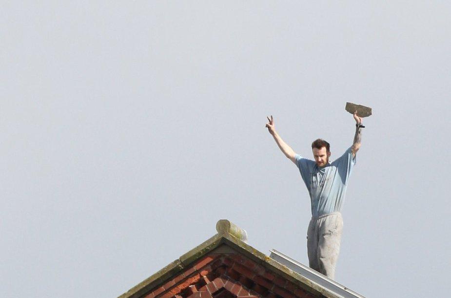 Kalinys praleido tris paras ant kalėjimo stogo protestuodamas prieš sąlygas jame Mančesteryje