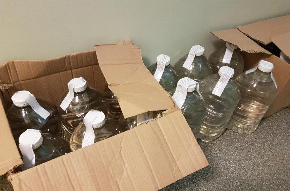 Muitinės pareigūnai sulaikė 420 litrų nelegalaus spirito