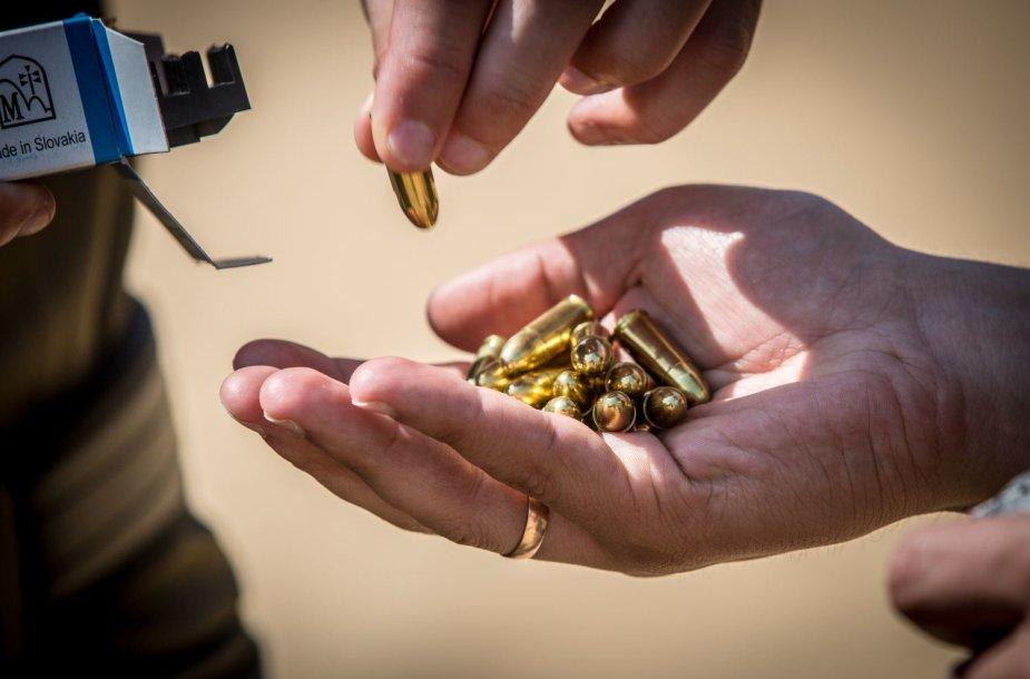 Lietuvos vadovų asmens sargybiniai šaudykloje tobulino įgūdžius
