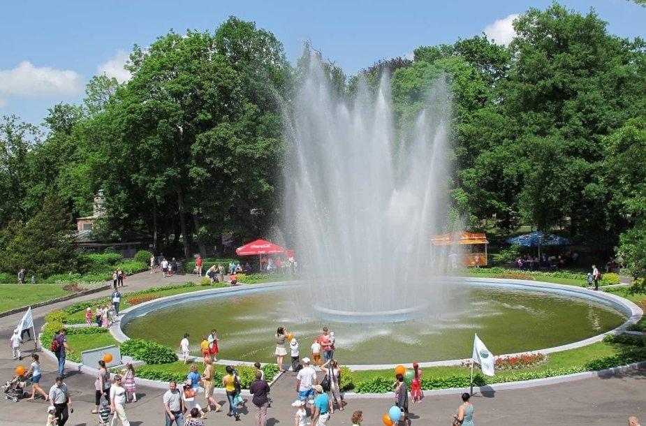 Kaliningrado zoologijos sodo puošmena – istorinis fontanas – šią vasarą sugedo. Artimiausiu metu paveldo pbjektą tikimasi rekonstruoti.