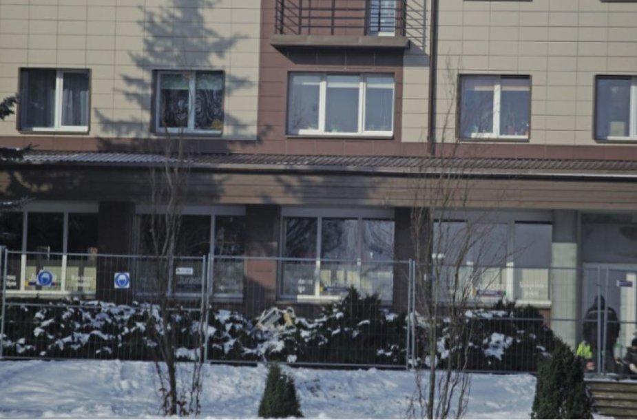 """Parduotuvė """"Jurasta"""" skęsta galimai dėl namo renovacijos padarinių"""