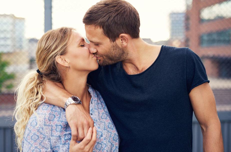 Pora bučiuojasi