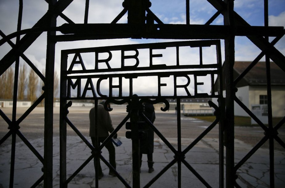 Dachau koncentracijos stovyklos užrašas