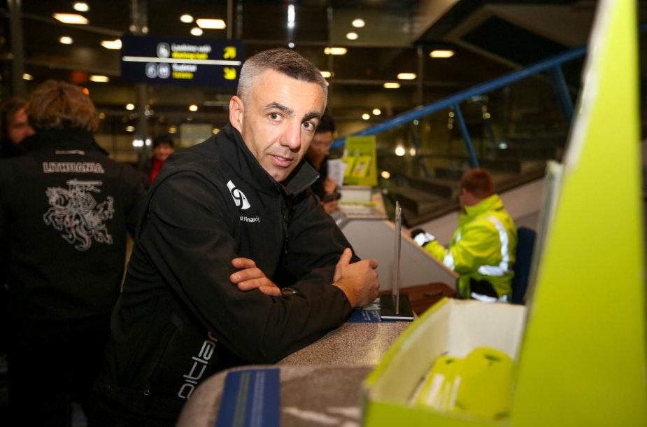 Benediktas Vanagas ir jo komanda išskrenda į Dakarą