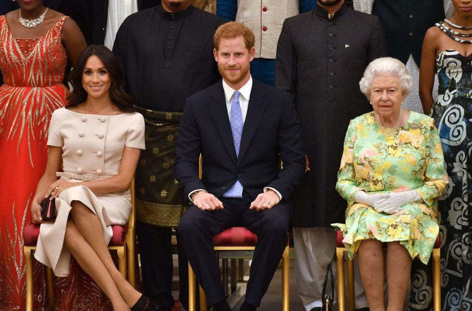 Sasekso hecogienė Meghan, princas Harry ir karalienė Elizabeth II