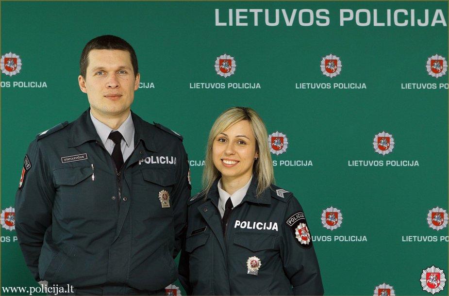 Sostinės kelių patrulių rinktinės vyresnioji policininkė Rugilė Kancler ir viršila Saulius Statulevičius