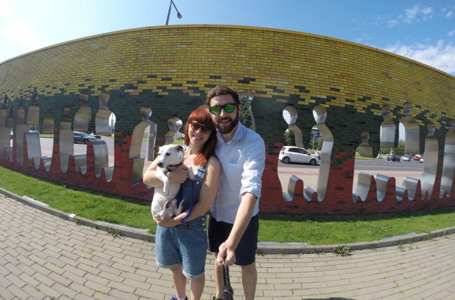 Vilniečiai Mantas ir Simona Baltijos kelio 28-erių metų sukaktį paminėjo keliaudami per Lietuvą, Latviją ir Estiją