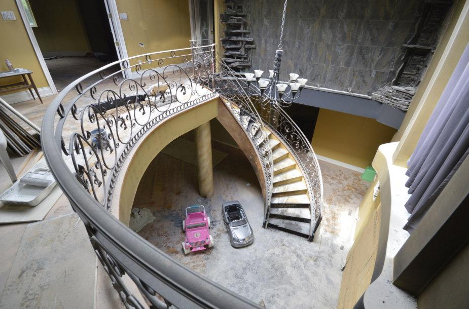 Fotografas užfiksavo turtuolių apleistas vilas