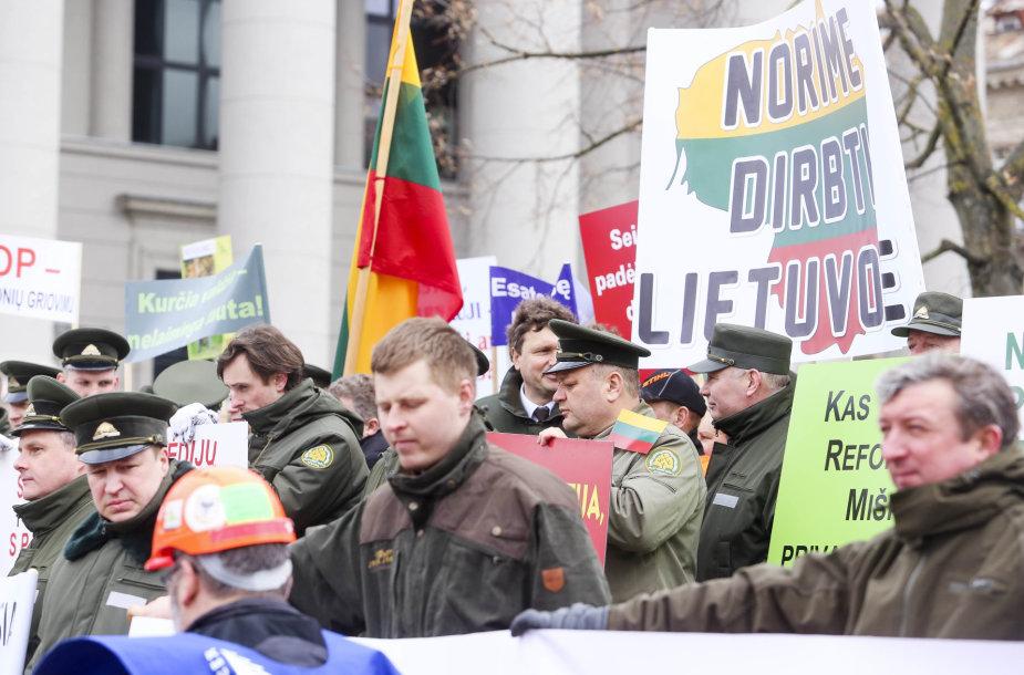 Prie Seimo – protestas dėl miškų reformos