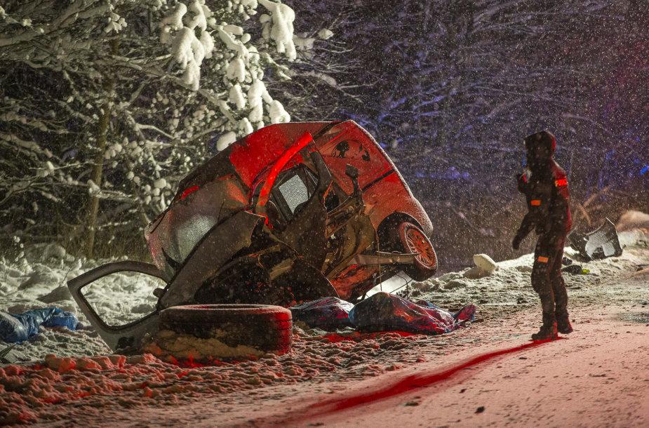 Kelyje Vilnius–Marijampolė avarijoje žuvo 5 žmonės