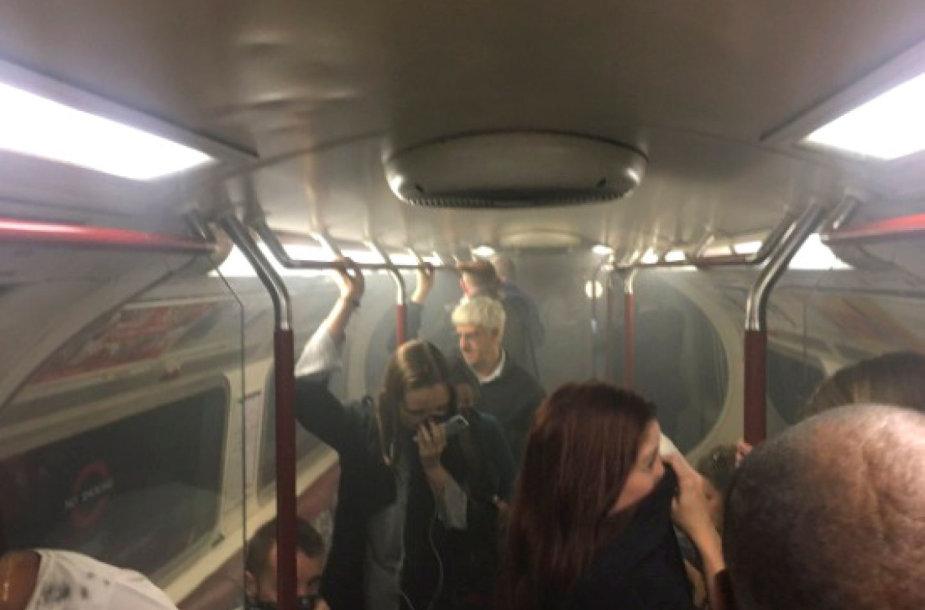 Po pranešimo apie pasklidusius dūmus evakuota Londono metropoliteno stotis