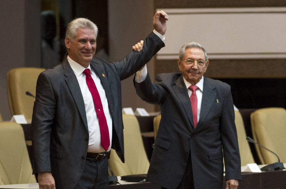 Miguelis Diazas-Canelis (kairėje) ir Raulis Castro