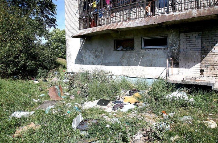 Viename Kėdainių Šėtos gatvės daugiabučių gyvena ir tokių žmonių, kuriems nerūpi jų aplinka