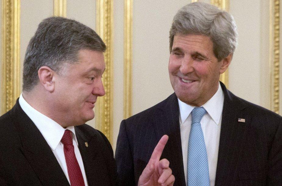 Ukrainos prezidentas Petro Porošenka ir JAV sekretorius Johnas Kerry