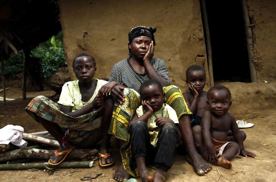 Moteris su vaikais Ruandoje