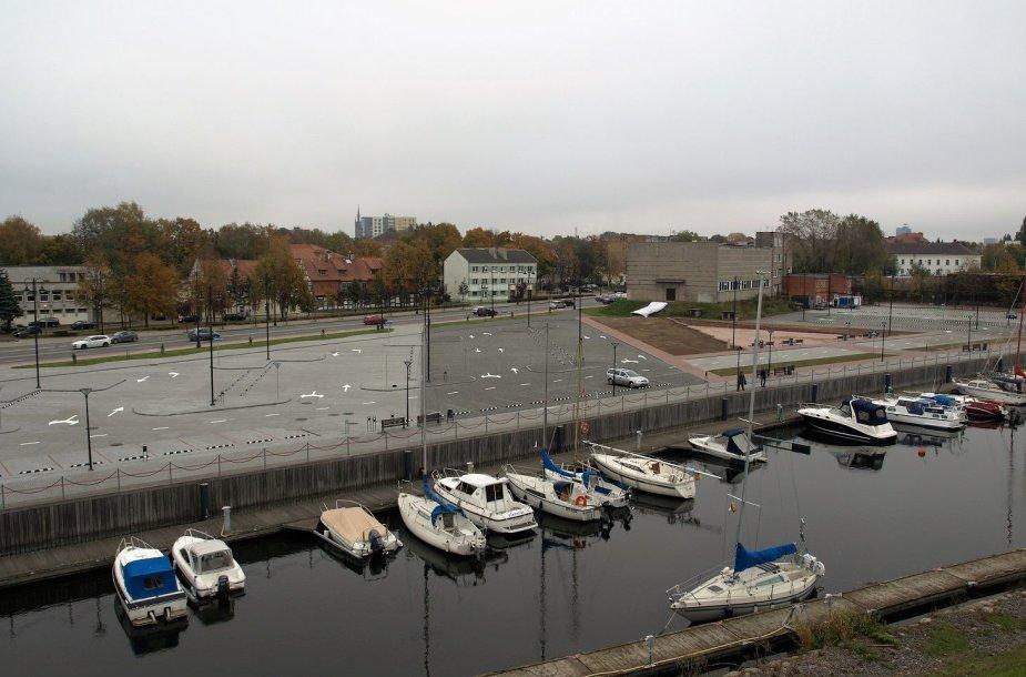 Klaipėdos senamiestyje baigta įrengti erdvią aikštelę automobiliams.