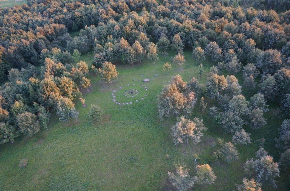 Aukščiausia Lietuvos tautinio atgimimo ąžuolyno vieta – Aukuro kalnelis