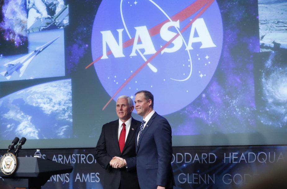 JAV viceprezidentas Mike'as Pence'as ir naujasis NASA administratorius Jimas Bridenstine'as