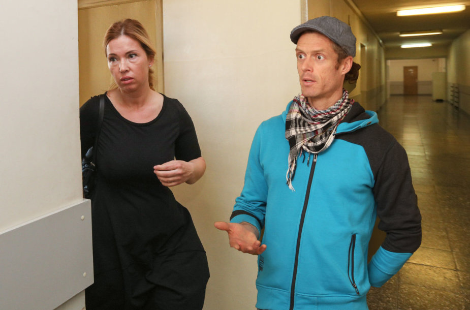 Gintarė Karaliūnaitė ir Marcas Andre Canuelis teisme balandžio 11 d.