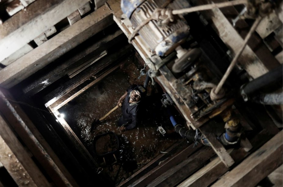 Nelegaliai auksą kasančių brazilų bendruomenė