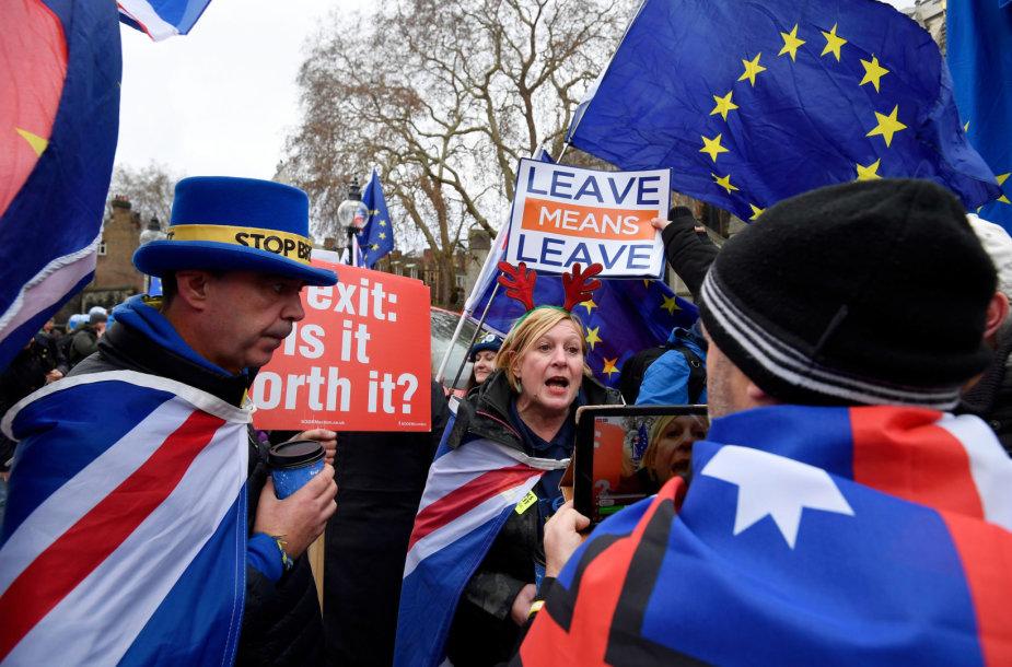 """""""Brexit"""" Jungtinėje Karalystėje kelia sumaištį"""