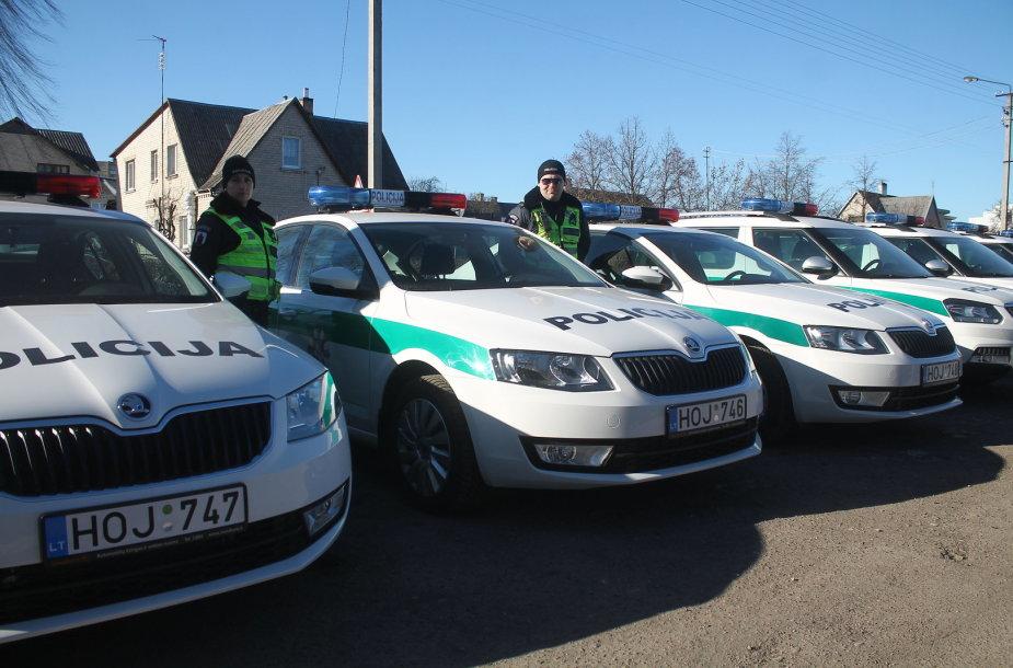 Policijos automobilių pristatymas