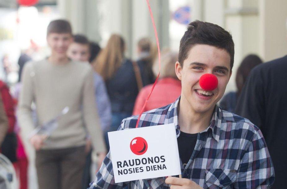 """Apie projektą """"Raudonos nosies diena"""" priminė raudonosių eisena sostinės centre."""