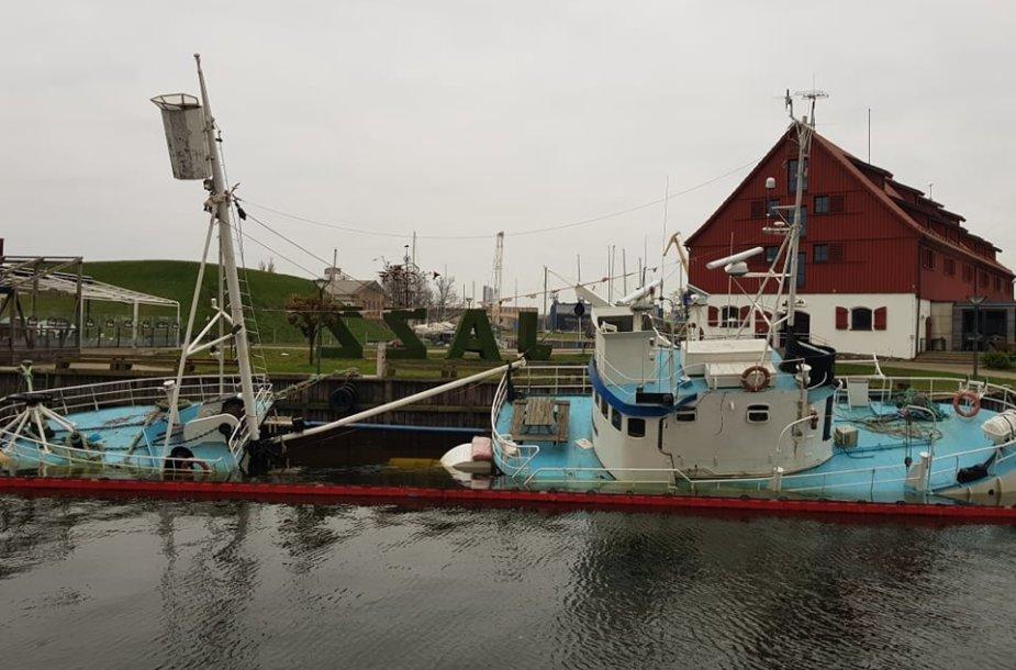 Trečiadienio popietę skęstantis laivas dar nebuvo grąžintas į savo vietą