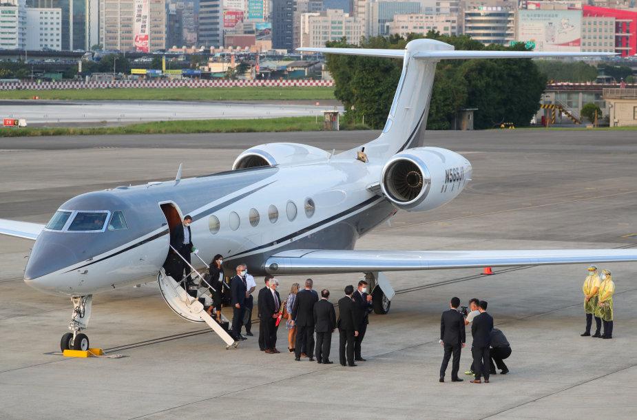 Keithas Krachas ir delegacija nusileido Taivane
