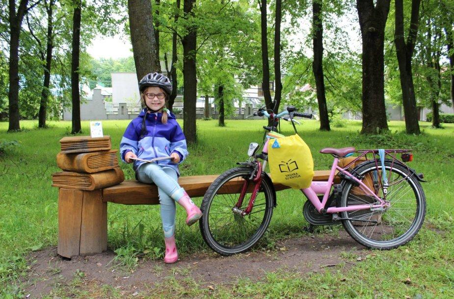 Viltė Rutkauskaitė vasarą leidžia su dviračiu ir knyga