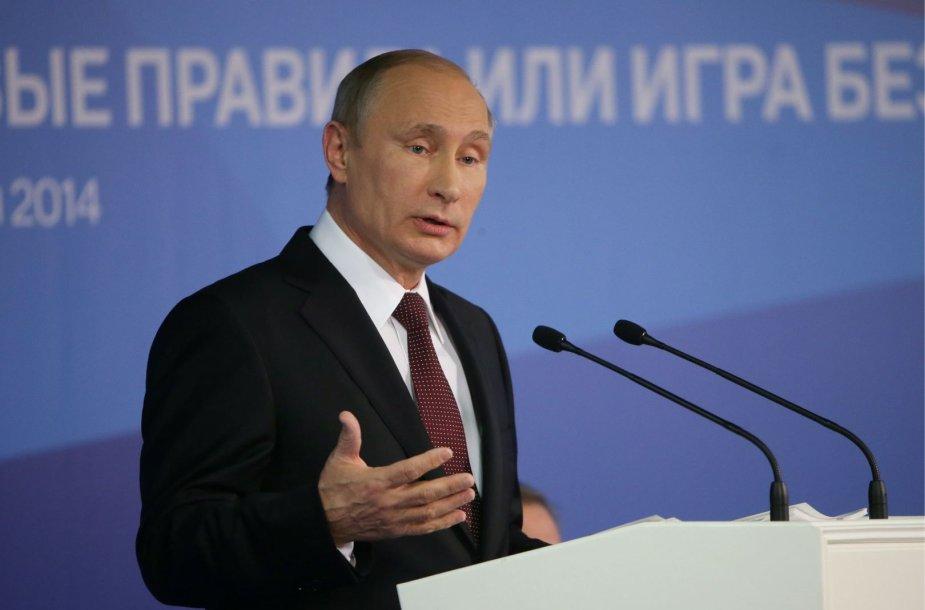 """Vladimiras Putinas """"Valdajaus"""" forume Sočyje"""